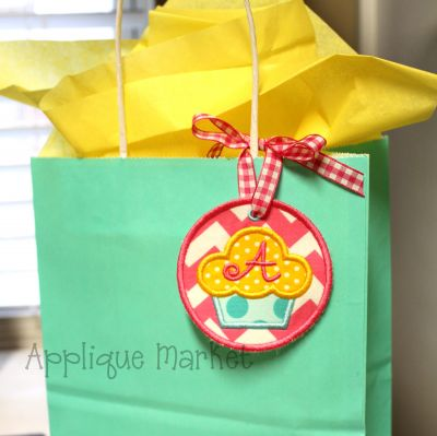 In The Hoop Cupcake Tag