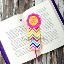 Scallop Circle Bookmark