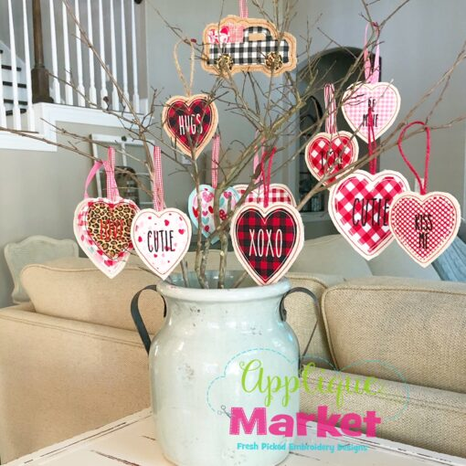 ITH Valentine Ornament Tree Full3